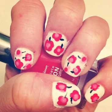 floral nails - hannahshaner.com