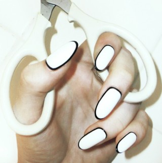 outline nails