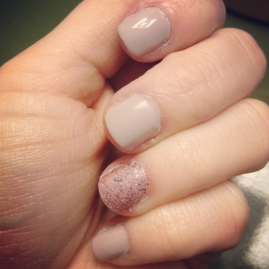 nude nails with glitter accent - hannahshaner.com