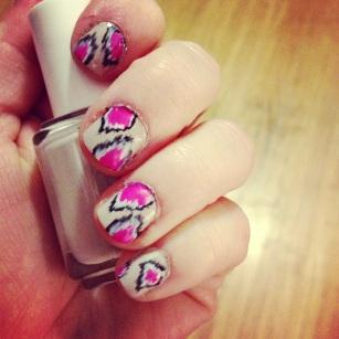 ikat print nails - hannahshaner.com